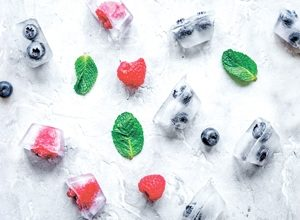 9358 Ягоды, лёд. Фартук для кухни пластиковый. 3 метра